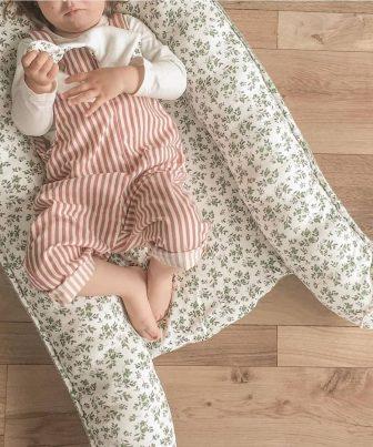 Peuter in babynestje