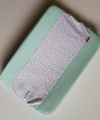 Aankleedkussenhoes mint - kleine druppels wit