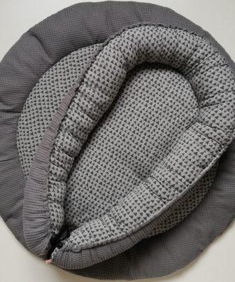 Boxkleed met babynestje grijs - driehoekjes
