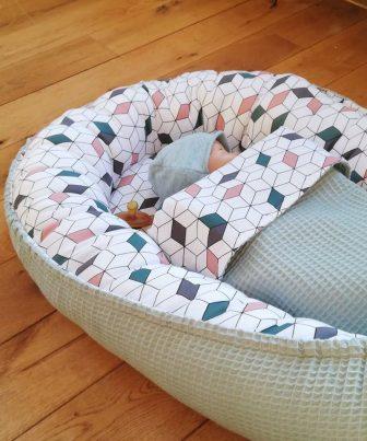 Babynestje met dekentje
