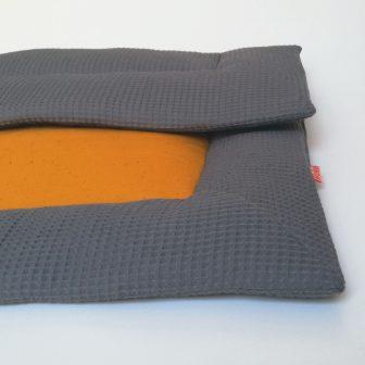 Boxkleed grijs - okergele spikkels
