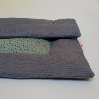 Boxkleed grijs - kleine druppels groen