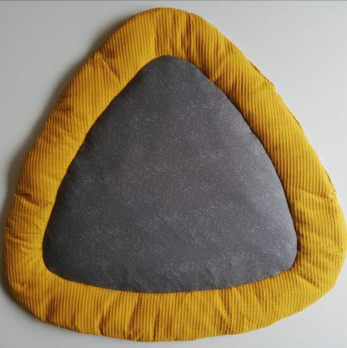Boxkleed Tripus okergeel - astronomie grijs