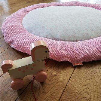 Boxkleed Rond roze - paardenbloempjes vloer